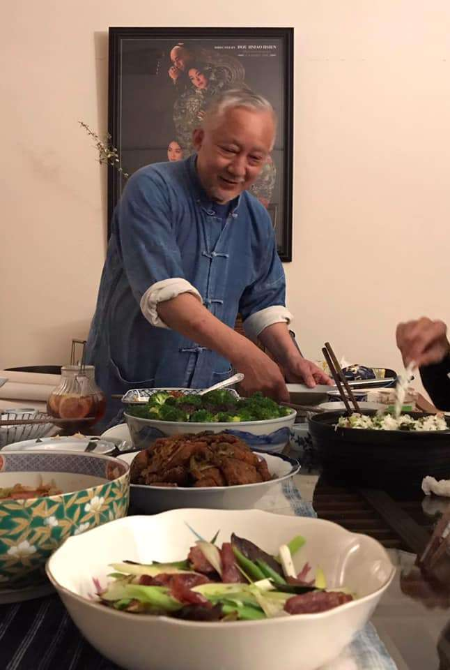 曉雄好客,經常邀約朋友到「雄爺廚房」享受獨門食譜。(張曉雄提供)