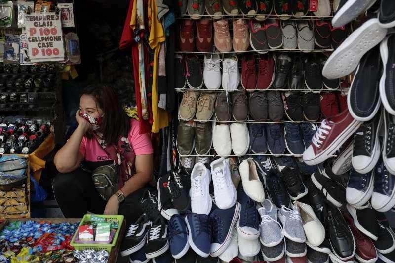 菲律賓疫情重創經濟,但民眾接種疫苗的意願依舊低迷。(AP)