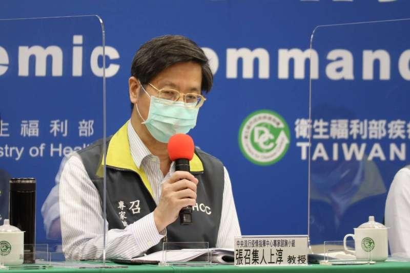 中央流行疫情指揮中心30日記者會,專家小組召集人張上淳發言。(指揮中心提供)