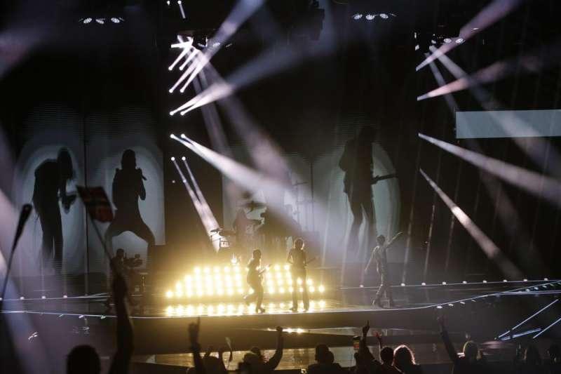 2021年5月,歐洲國家疫情隨著疫苗施打率上升獲得控制,歐洲人期待夏日派對。圖為搖滾樂團「天際月光」(Maneskin)獲得「2021歐洲歌唱大賽」(Eurovision Song Contest)冠軍。(AP)