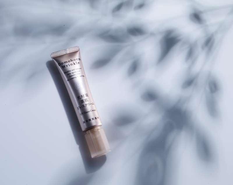 朵茉麗蔻光對策美肌修護霜(SPF50+ PA++++)讓你不分室內外做好防曬,不讓光老化偷襲。