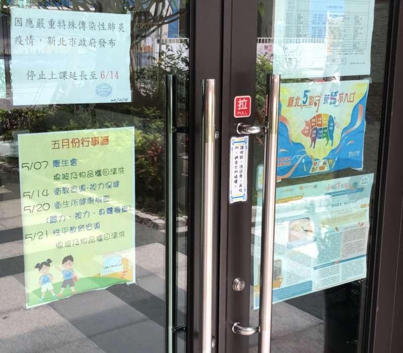 因應三級警戒,公私立幼兒園停止上課收托。 (圖/新北市勞工局提供)