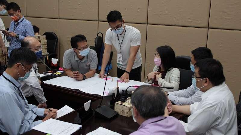 #90-開放政府聯絡人引導各方利害關係人進行小組討論.JPG