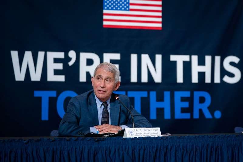 美國「抗疫隊長」佛奇(Anthony Fauci)近來反覆的言論態度引發質疑。(圖/取自flickr)