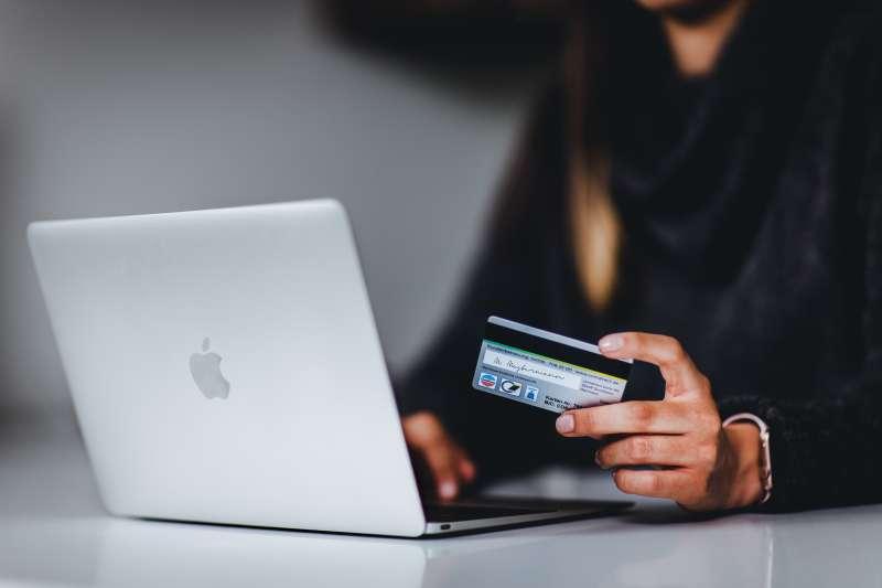 信用卡 網購 購物(圖/取自Unsplash)