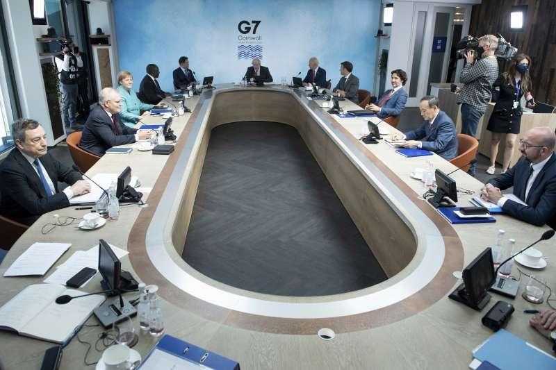 2021年G7峰會,領袖閉門會議時特別切斷所有網路干擾,預防監控。(AP)