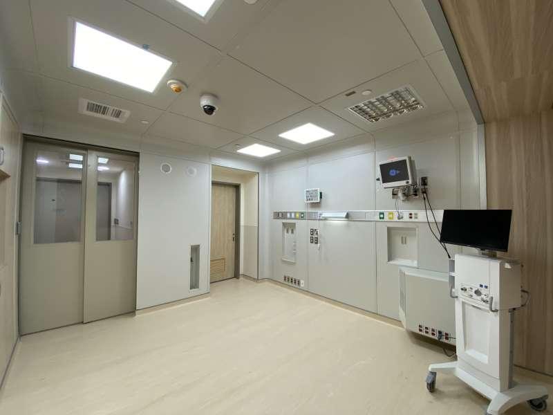 小智研發(Miniwiz)與輔仁大學附設醫院合作推出全球首創24小時內組裝模組化病房,採用回收再生材料,朝向零廢棄目標。(小智研發提供)