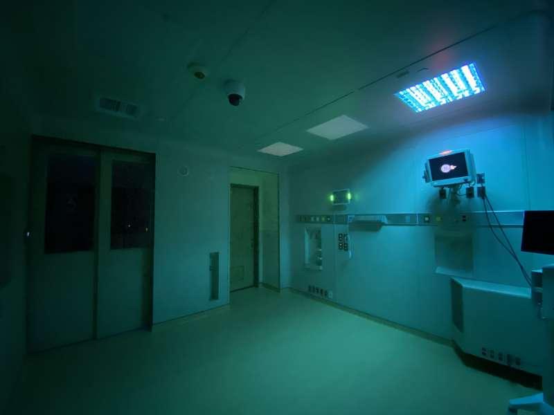 小智研發(Miniwiz)與輔仁大學附設醫院合作推出全球首創24小時內組裝模組化病房,採用加上奈米材料噴塗可回收鋁製作牆面材料與組件,給合紫外線自動清潔系統,有效抑制細菌滋生。(小智研發提供)