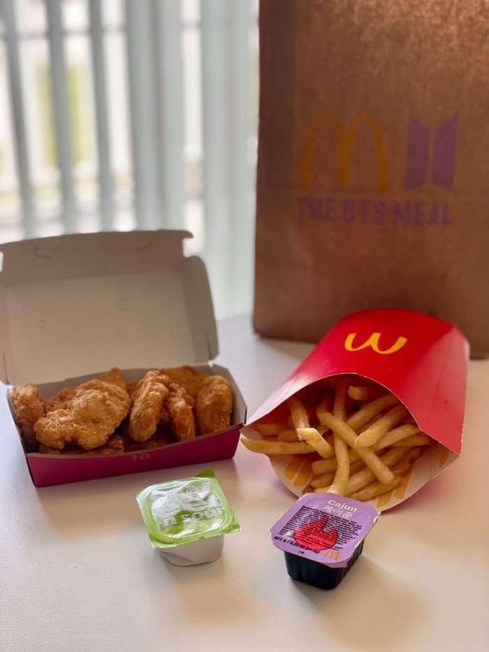 麥當勞近日推出的「BTS防彈少年團聯名套餐」在網路掀起熱議(取自Dcard)