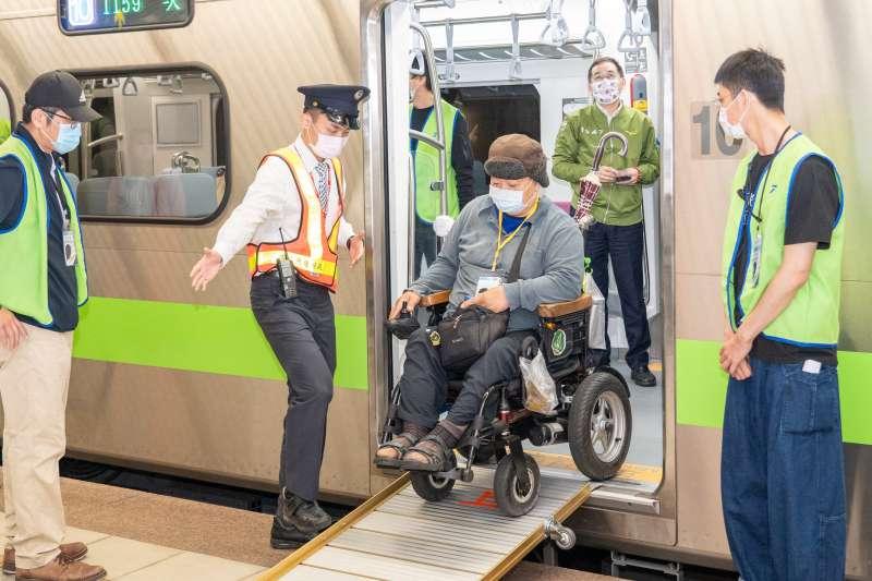 EMU900設計友善更多族群,創造貼心服務(圖片來源:臺鐵局)