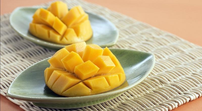 芒果的果肉、果皮、種子,可以清楚分辨出綿密鬆軟、乾澀、粗澀三種質地(圖 / liwanchun@pixabay)