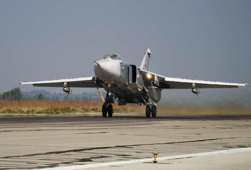 俄罗斯空军Su-24战机(AP)