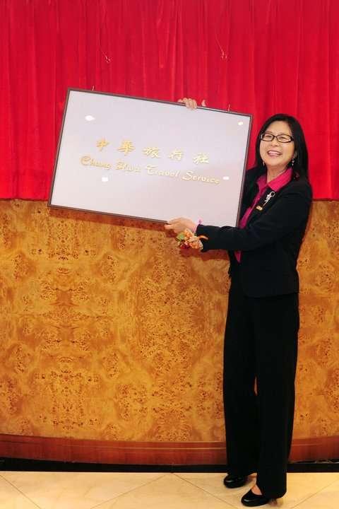 20210630-2011年7月20日,香港「中華旅行社」更名為「台北經濟文化辦事處」,圖為時任陸委會主委賴幸媛。(取自賴幸媛主委臉書)