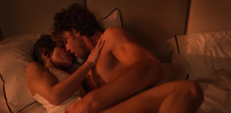 影集《性/生活》近來躍升排行榜冠軍,全因「第3集20分」掀起熱烈討論。(圖/翻攝自Netflix)