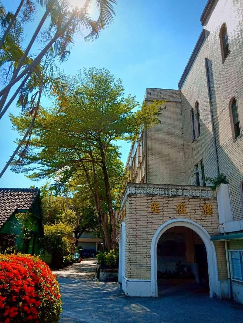 北一女校園中的古蹟光復樓已有88年歷史,北一女校友會號召海內外校友出錢出力守護光復樓。(北一女校友會提供)