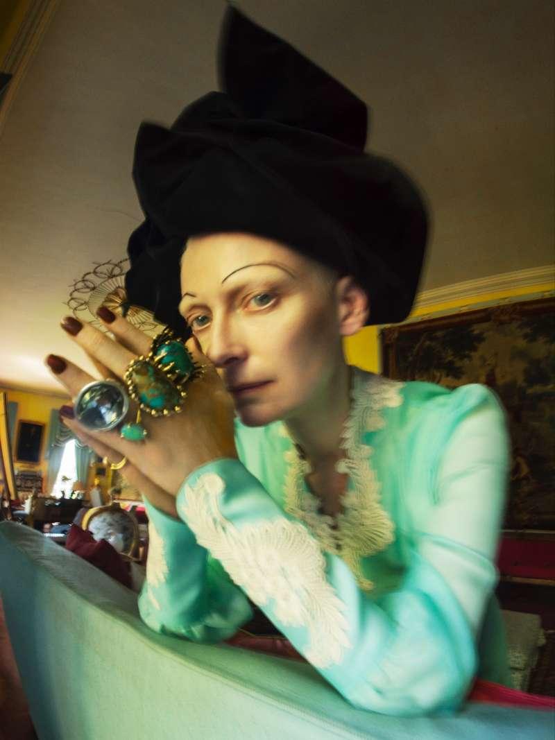 蒂姆.沃克「何不做自己?」系列作品;蒂妲.絲雲頓;時裝:Gucci、Marc Jacobs、Vela、UNOde50、A. Bra