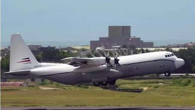 美國一架C-130在桃園機場裝卸貨物後起飛離開。(圖/作者提供)