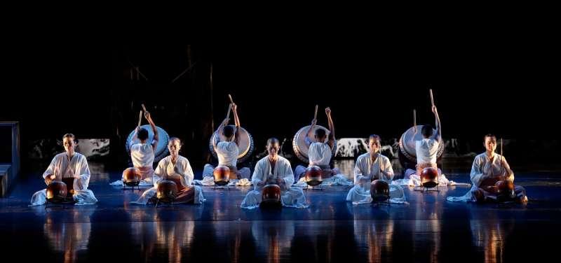 新北鼓藝節「鼓舞祭」的虛擬舞臺,7月24日邀請到屢屢站上國際舞臺的優人神鼓線上首演。(圖/新北市文化局提供)