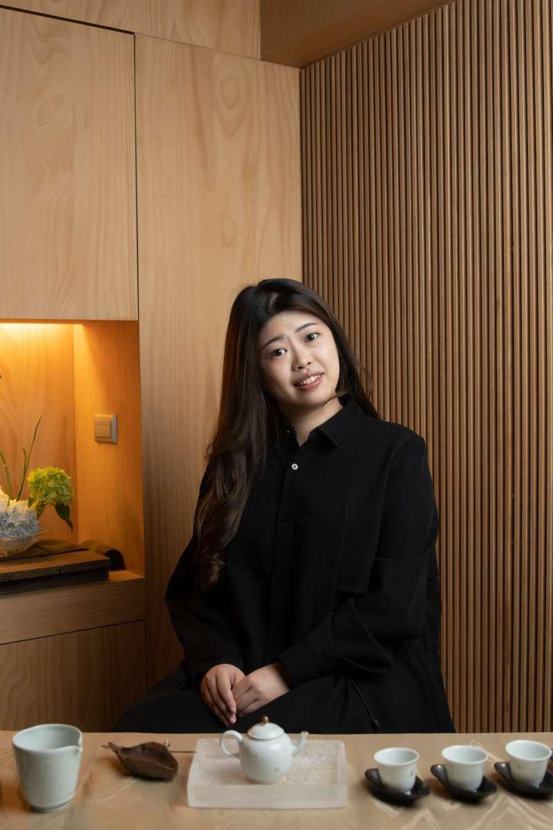 品牌創辦人鄭茗謙以分享純淨古法大樹茶為使命,將最醇美的茶品帶給喜愛的人。(圖/烹雪韻)