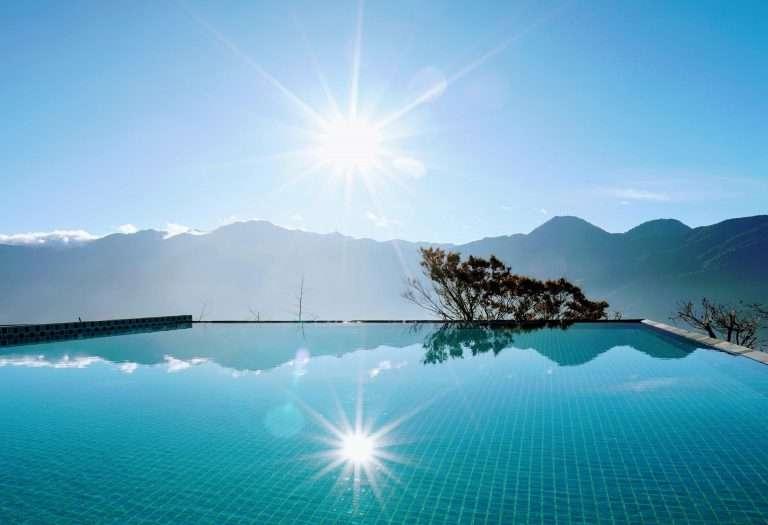 南投清境住宿推薦:印象北歐莊園俱樂部,高山無邊際泳池。(圖 / 取自Hotels Combined)