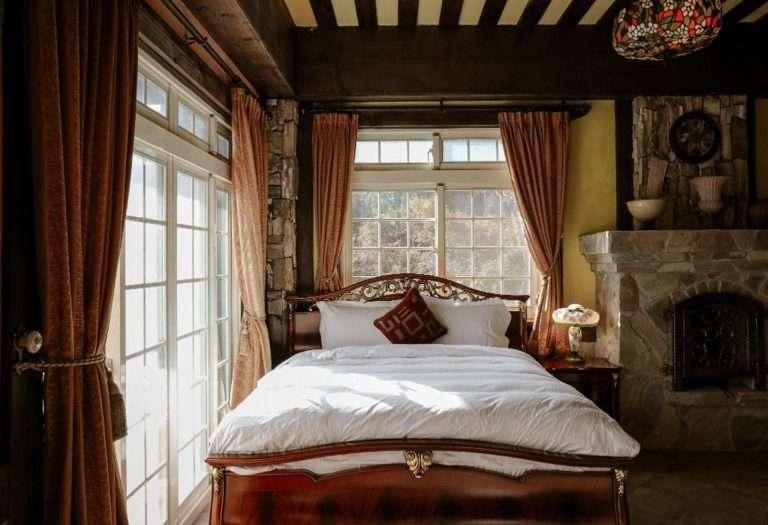 南投清境住宿推薦:日初雲來渡假莊園,歐風感十足的客房。(圖 / 取自Hotels Combined)