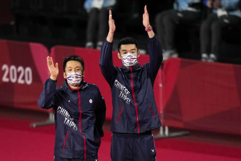2021年7月31日,東京奧運,台灣羽球男雙史上最強組合王齊麟與李洋勇奪金牌。(美聯社)