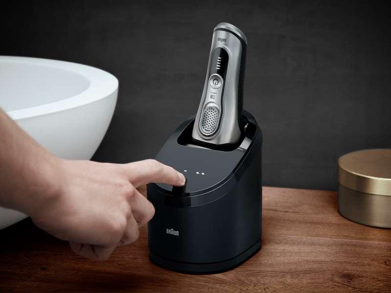 Braun 9系列刮鬍刀推出智能清潔座,能夠同時清潔及充電(圖/取自德國百靈)