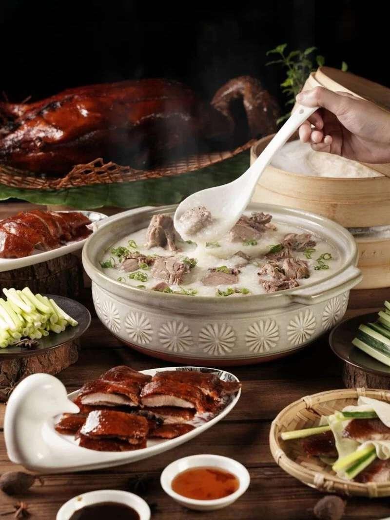 君品酒店 頤宮鎮店料理,烤鴨多吃 (圖取自於君品酒店)