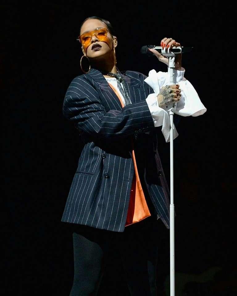 美國歌手蕾哈娜(Rihanna)自2005年發行首張專輯《太陽之歌》(Music of the Sun)以來,在樂壇取得巨大成功。(取自蕾哈娜Facebook)