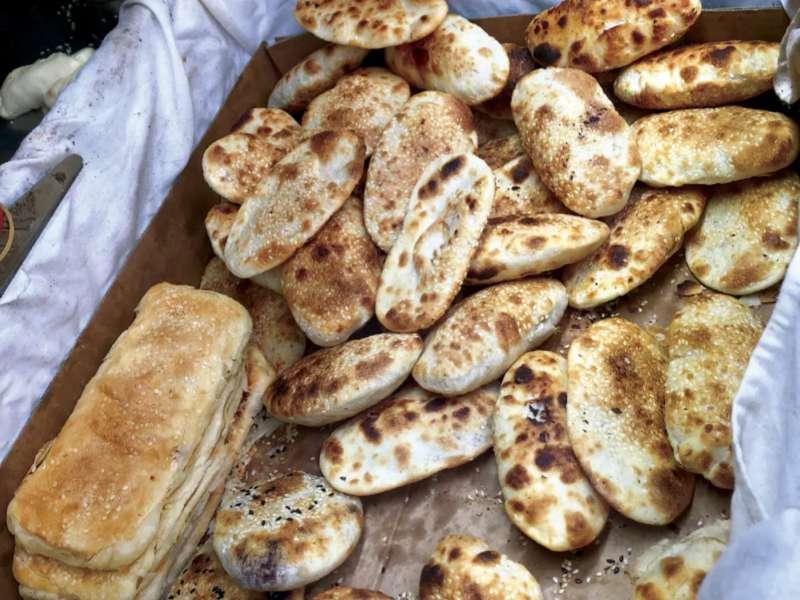 無名推車燒餅共有甜酥餅、紅豆餅、鹹酥餅和長燒餅(圖/取自米其林官網)
