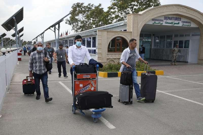 2021年8月15日,神學士攻佔阿富汗首都喀布爾,許多阿富汗人試圖從喀布爾國際機場搭機逃離(AP)