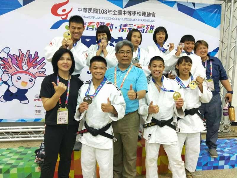 2017年全中運,林煜棠(後左一)為台東體中摘下一面柔道金牌。(取自遇見 Taitung 體中網站)