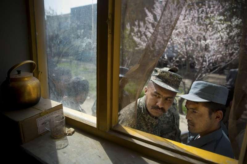 2001─2021,阿富汗,20張照片看盡20年的戰火、悲愴與滄桑(AP)