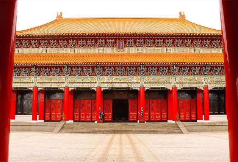 台北忠烈祠的主建築型式仿北京故宮太和殿,雄偉壯麗(圖取自AWA)