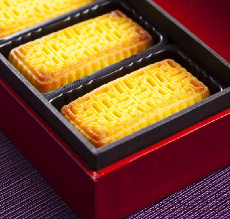 《柚見茶香》禮盒中,包含屢屢獲得媒體評比冠軍的「鳳梨澄沙奶黃酥」(圖/台北晶華酒店提供)