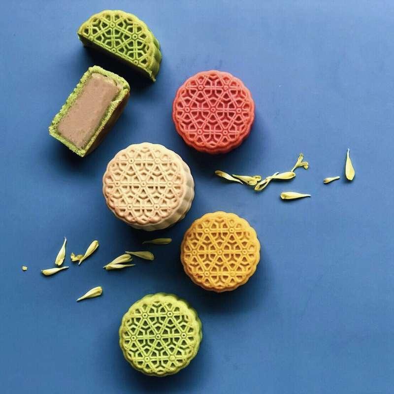 《彩月》繽紛寶島鮮果桃山月餅禮盒(8入 + 桂花柚子醬),售價 1,580 元(圖/台北晶華酒店提供)