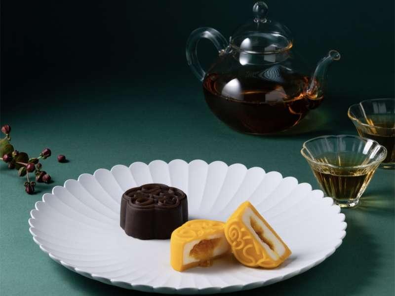 椰漿融合椰絲搭配馬告,在醇厚中帶入近似檸檬的清新香氣的「芒果 / 椰子 / 馬告」。和選用70%的苦甜巧克力,加上主廚特製焦糖醬,甜而不膩的「巧克力   / 焦糖 / 海鹽」(圖/MMHG提供)