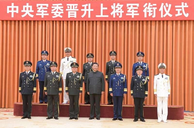 中共中央軍委舉行晉升上將軍銜儀式。(新華社)
