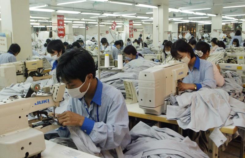 服飾品牌非常依賴越南的生產線,為了避免生產成本和關稅上升,美國服飾企業已紛紛將採購活動從中國轉移出去。(資料照:美聯社)