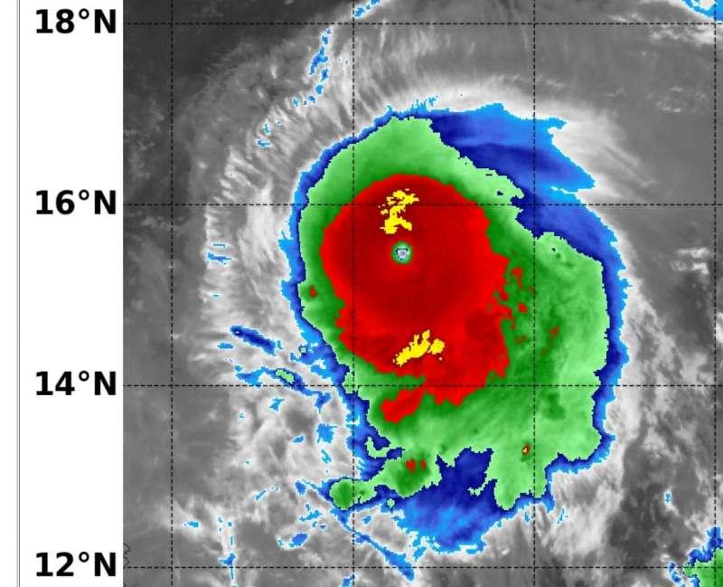 強烈颱風「璨樹」。(圖/取自鄭明典臉書)