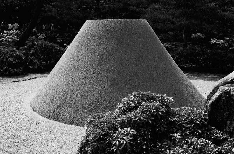 日式枯山水庭園景緻。(作者提供)