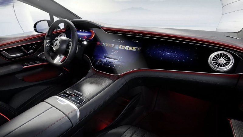 EQS 獨特的 56 吋曲面螢幕,串接數位儀錶、控檯螢幕、副駕座前方螢幕(圖/Mercedes-Benz)