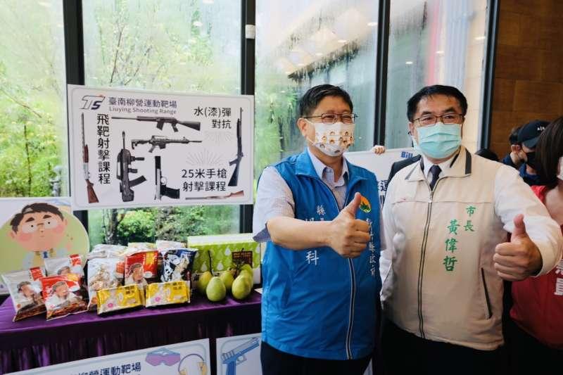 新竹縣長楊文科(左)與台南市長黃偉哲鼓勵雙方縣市民,參與旅行社安心國旅方案,縣市府更加碼推出體驗活動。(圖/新竹縣政府提供)