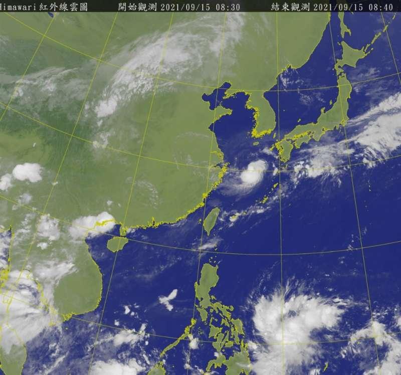 氣象專家吳德榮15日表示,菲律賓東方海面有熱帶雲簇形成,各國模擬預估19、20日將移入南海發展成熱帶低壓或颱風。(圖/取自中央氣象局官網)