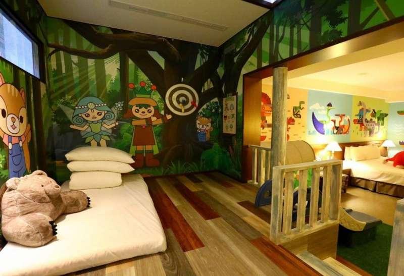 孩子可以睡在親子房的小閣樓(圖/HotelsCombined提供)