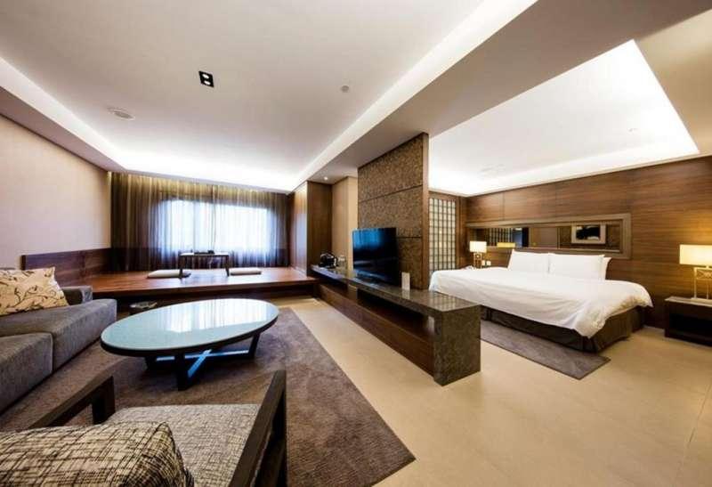 豪華溫泉套房帶有起居客廳(圖/HotelsCombined提供)