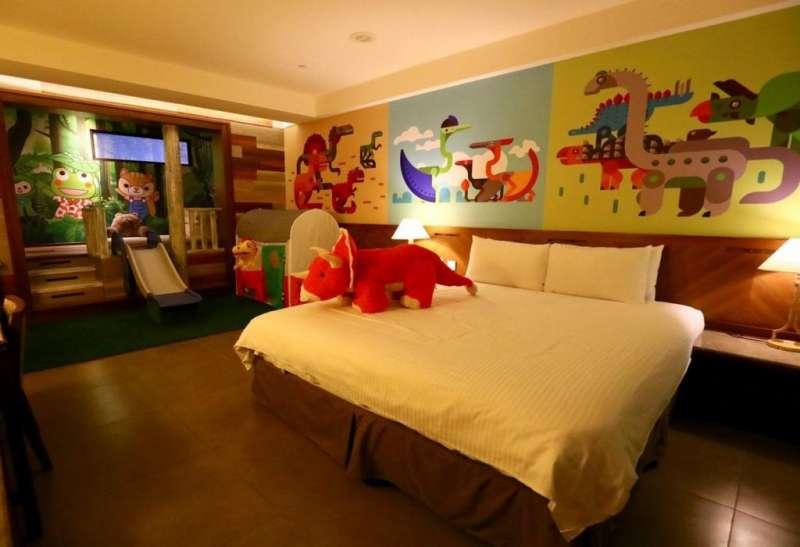 親子房型備有小型溜滑梯(圖/HotelsCombined提供)