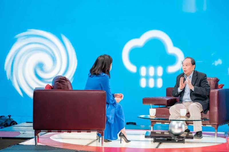 210917-第56屆金鐘獎特別貢獻獎得主氣象專家任立渝今(17)日首度「回娘家」,參加《TVBS看板人物》節目錄製。(TVBS提供)