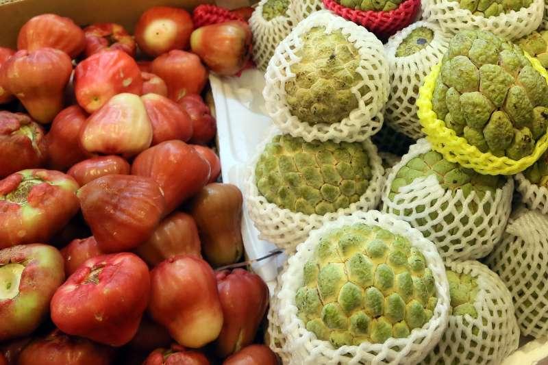 中國宣布20日起暫停台灣水果釋迦、蓮霧輸入。圖為台灣釋迦與蓮霧。(柯承惠攝)