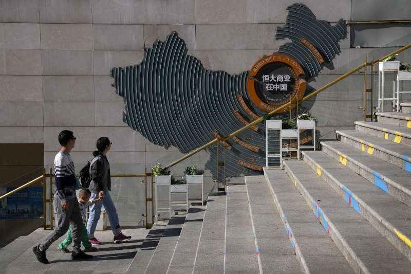 中國恆大已經警告稱,如果不能解決流動性問題,可能出現貸款違約。(美聯社)